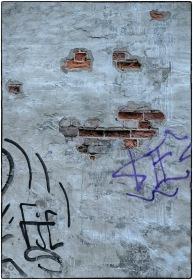 Foto: Harm Kroon   Tittel: Graffiti   Sted: Gjelvangveita   Forfall blir pyntet med graffiti.
