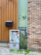 Foto: Christiane Wüllner   Tittel: Graffiti   Sted: Storchveita   Fargerik graffiti klemt i ikke mindre enn 3 forskjellige bakgrunner i veggen