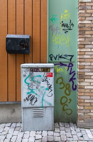 Foto: Eli Kristin Hårberg | Tittel: Tagging | Sted: Storchveita | Dette er mere tagging enn graffiti. Ikke pent! Skal vi ha graffiti må det være pent, og ha et budskap. Dette er forsøpling.