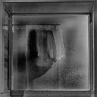 Foto: Harm Kroon   Tittel: Utstilling   Sted: Gaubekveita   Ingen hemmeligheter bak frostet glass.