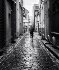 Foto: Linh Hoang | Tittel: After the rain | Sted: Danielsbakerveita | Veita etter regnvær som skinner opp gaten. Noe mystisk stemning ved bruk av ICM.