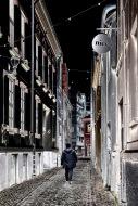 Foto: Eli Kristin Hårberg   Tittel: Mr. Nice   STed: Danielsbakerveita   Akkurat da jeg tok bildet kom denne mannen ut i veita rett under skiltet der det står Nice. Redigerte det så fargene ble helt omvendt for å få til et litt mere spennende bilde. Tittelen måtte bli Mr. Nice