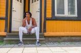 """Foto: Lise Sørensen   Tittel: What's next?   Sted: Ørjaveita   Med kamera på brystet blir noen nysgjerrige på hva jeg tar bilder av, og denne karen var også det. Han fikk vite om """"Ka du itj veit"""" prosjektet, og når jeg spurte om jeg kunne ta bilde av han der han satt med sigaren sin, så svarte han heldigvis ja."""