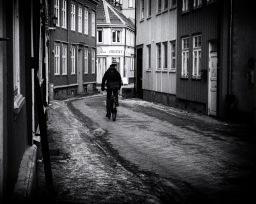 Foto: Olaf Aune | Tittel: Taraldsgårdsveita | Sted: Taraldsgårdsveita | Hos Orient, rett framfor sykelisten har de servert byens beste vårruller i flere tiår.